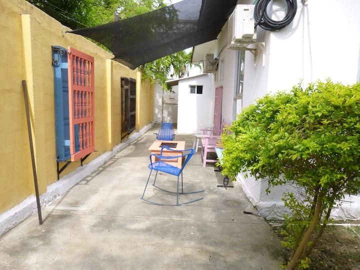 Habitación con aire acondicionado y baño privado