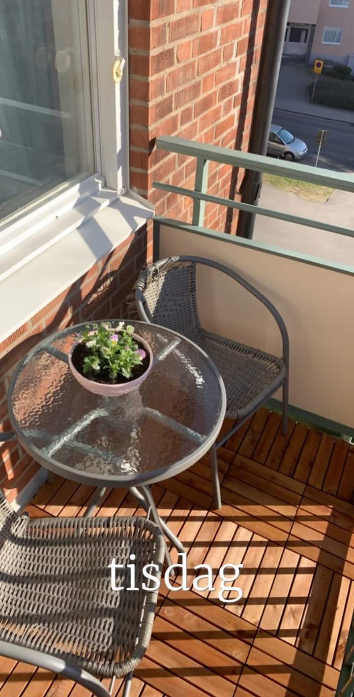 Lägnehet två rum med balkong