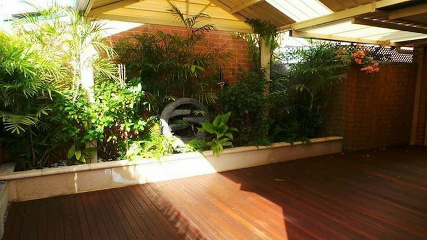Cosy room with queen bed + birs - Balcatta - Flat