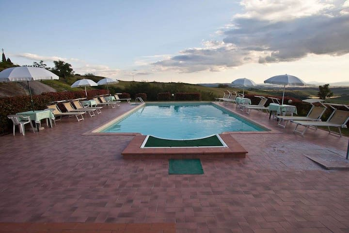 """Il Melograno"" apartment with pool"
