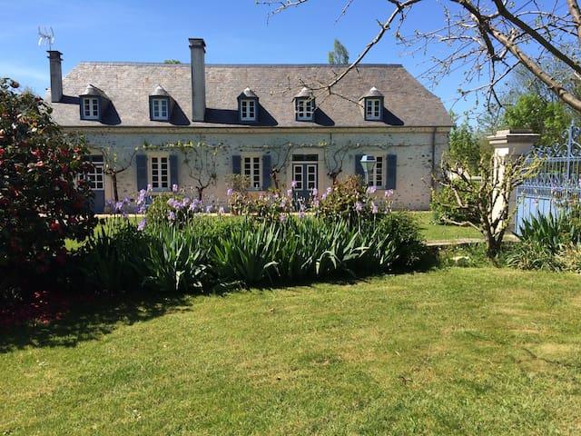 Charmante maison béarnaise - Nousty - Casa