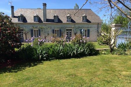 Charmante maison béarnaise - Dom