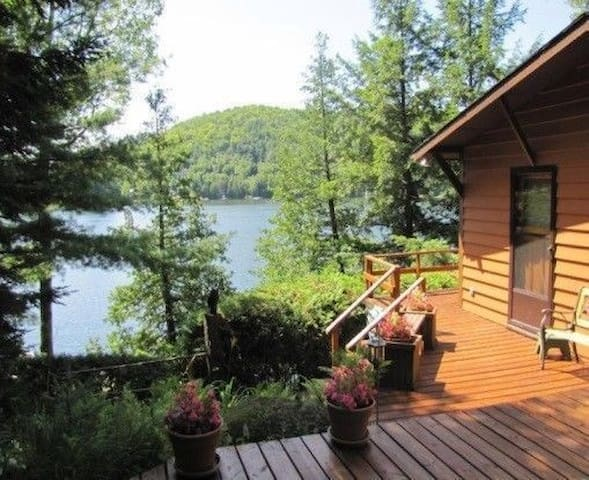 Charmant chalet/peaceful cottage on St-Pierre lake