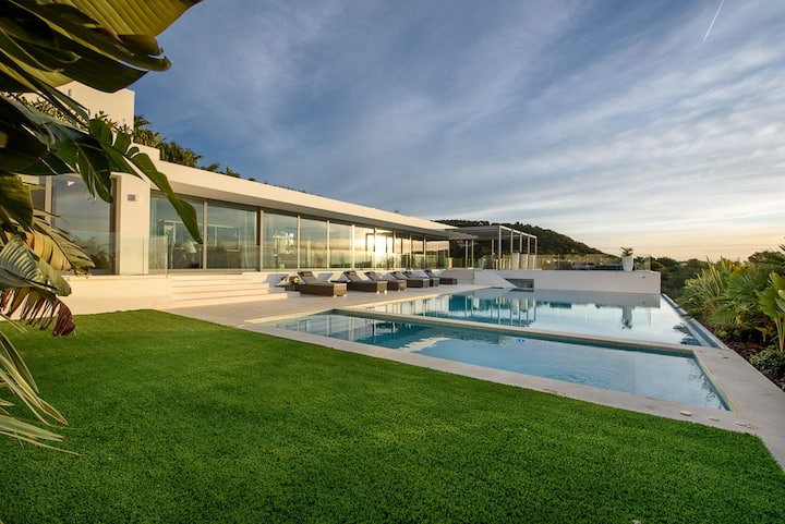 Exclusive Villa Sea View 7 Bedrooms Best Location