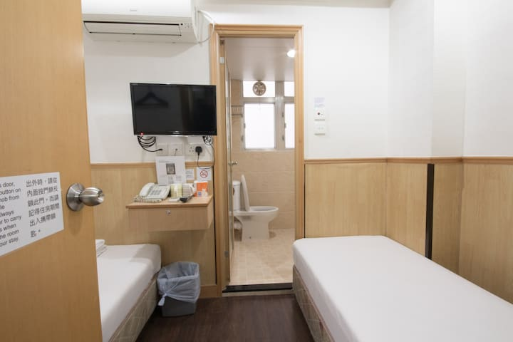 Twin Bed with Ensuite Bathroom- 3 min TST MTR