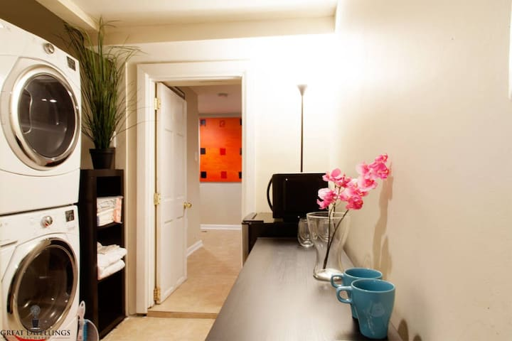 """""""Great host, clean space, great amenities (LCD TV, washer and dryer, fridge, coffee maker, microwave, nice walk-in shower)."""" - Andrew, July 2018"""
