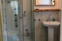 Downstairs shower, washbasin and toilet  Low week price for just 1 couple staying