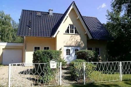 2 Privatzimmer im schönem Haus mit Garten