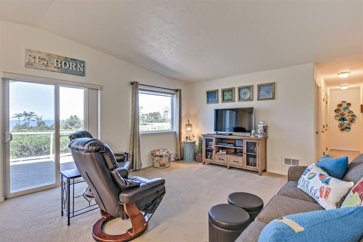 Modern Oceanview Beauty located in Bayshore Community of Waldport