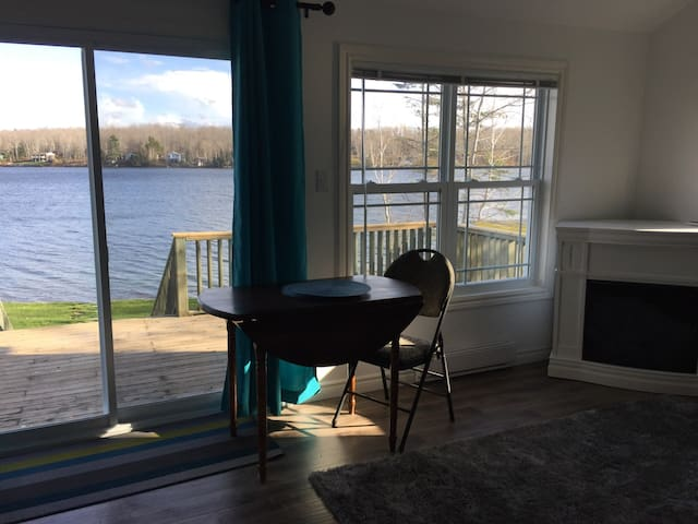 Cosy Lakefront Cottage - Shortts Lake - Chatka
