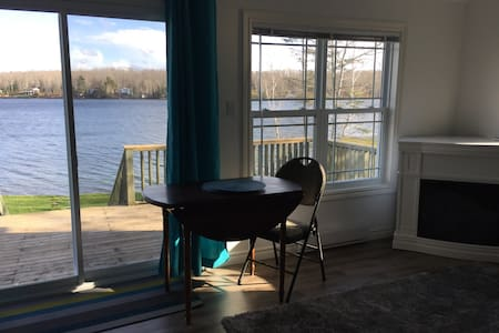 Cosy Lakefront Cottage - Shortts Lake - Zomerhuis/Cottage