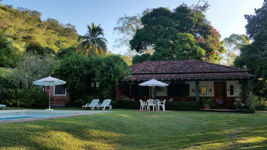 Fazenda Contorno, casa rural com piscina e caseiro - Três Rios - Houten huisje