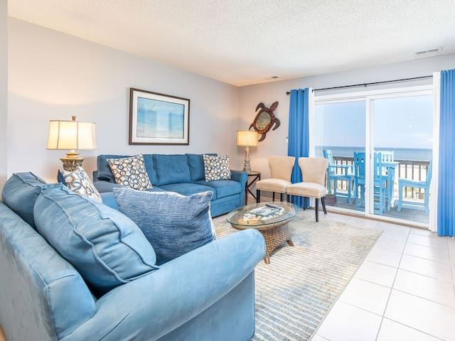 Directly Oceanfront Pet Friendly Townhome with Balcony Overlooking the Beach! - Tybee Lights 110C