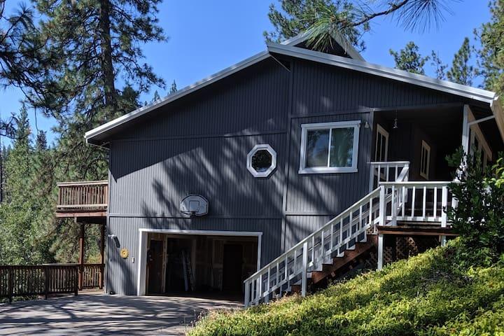 Sierra Foothills-Large Private Room