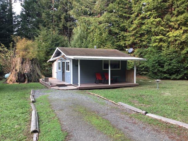 Cozy Cottage near Eureka