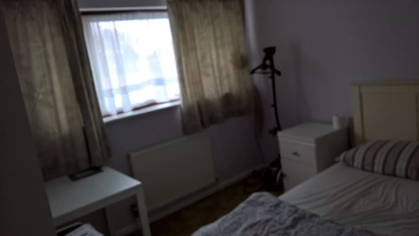 House or Single room in the heart of Hutton - Brentwood - Casa