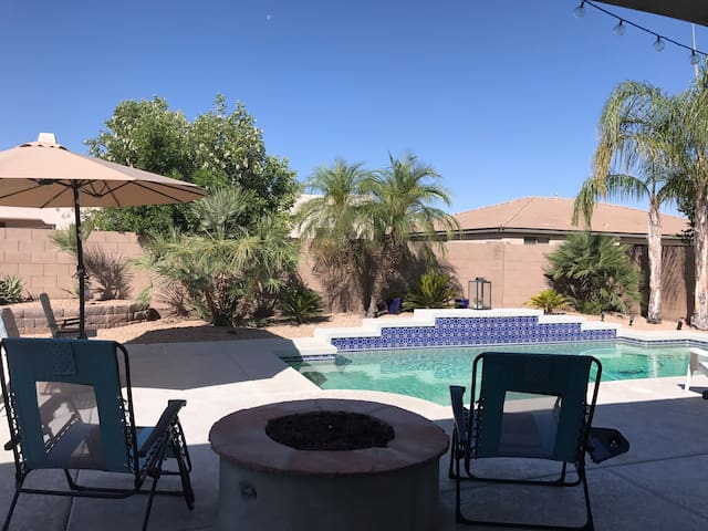 DESERT OASIS• 3 rooms /GRILL* POOL* PUTTING GREEN
