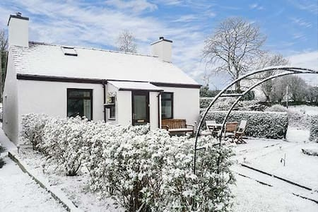 Charming Cottage with Snowdon Views - Penisa'r Waun