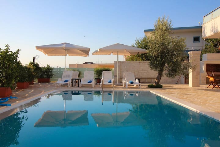 Private flat with a private swimming pool