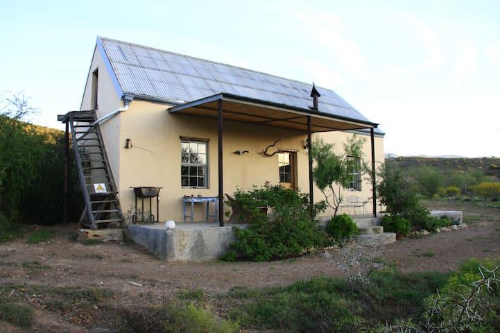 Wolverfontein Karoo Cottages : D'Waenhuis