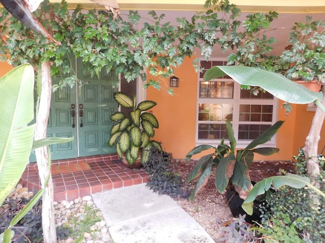 Tropical Paradise/Large Private Room/Own Bathroom - North Fort Myers