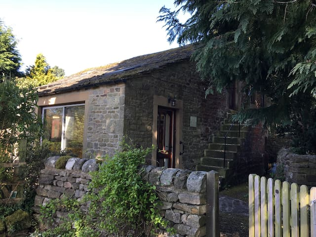 Peaceful Cottage in Yorkshire Dales Village