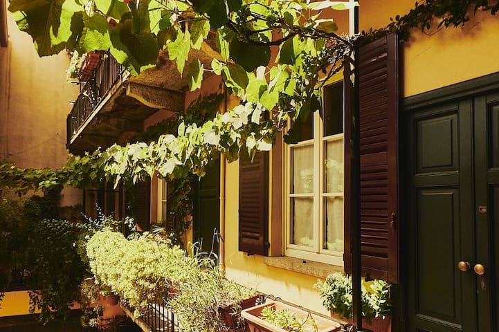 Charming and spacious apt on the Naviglio Grande
