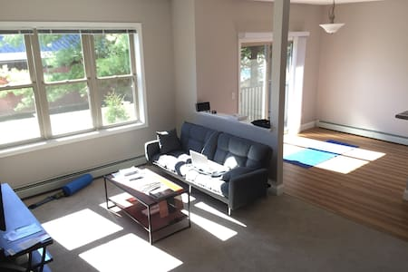 Stay & Ski: Bedroom with Attached Private Bath! - Essex - Byt