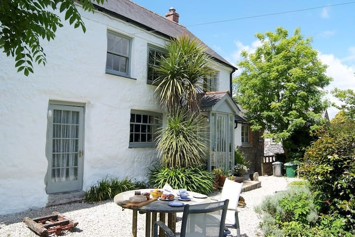 Quirky cottage with hot tub, The Withy, nr Helford