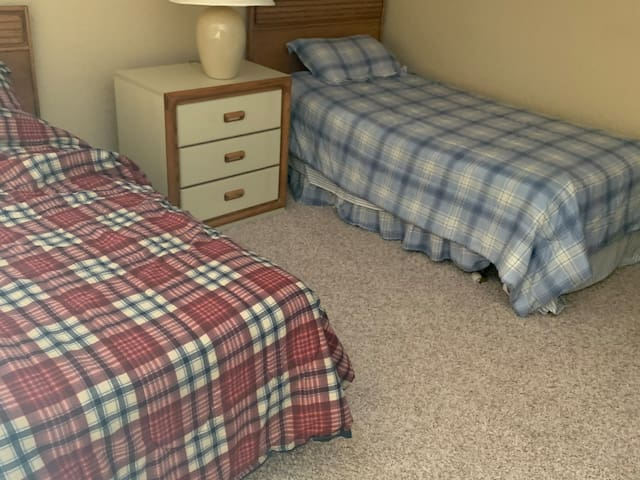 4 Person Bedroom with 4 Twins Beds