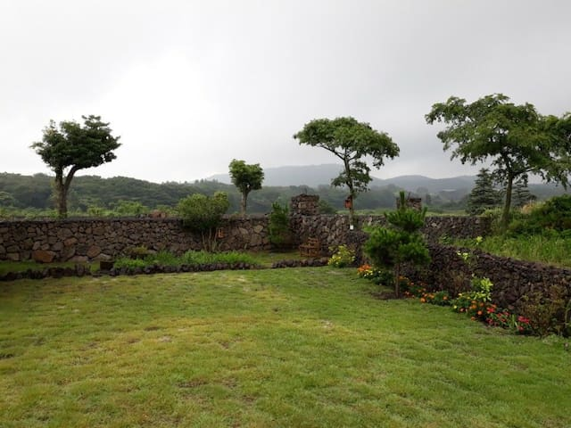 소오민박, 곶자왈과 세계자연유산 거문오름이 감싸는 별채민박