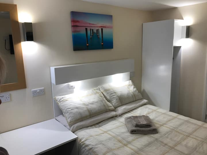 Convenient Rooms (Double Bed Ensuite Appartment)