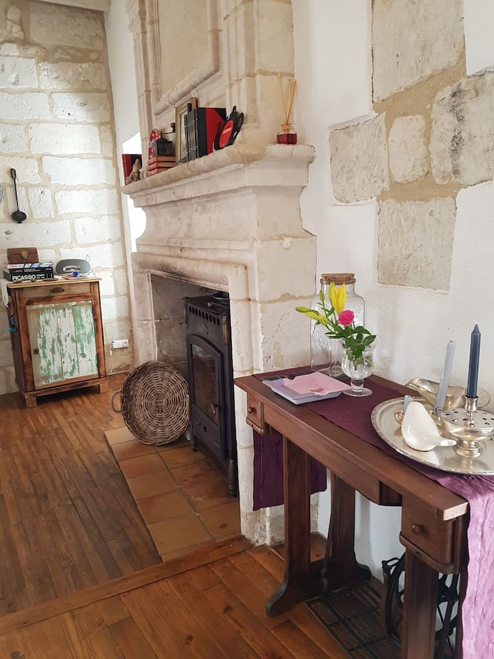 Stylish apartment for 6, amazing view in Aubeterre