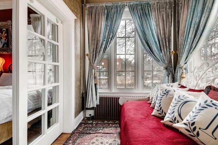 Luxurious Alexandrina Studio Suite with Kitchen 2 Queen Beds