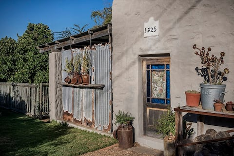 Converted Cart House in the heart of old Darling