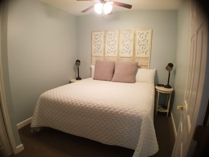 Mariners Landing: 1 bedroom Lake front condo #117