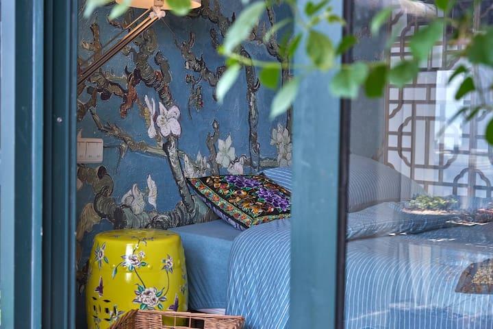 【观钱塘山水文艺居】近西湖虎跑景区一江之隔带阳光玻璃房精装公寓可做饭步行地铁8分钟