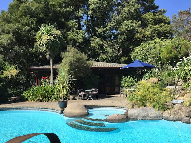 Secluded Tranquil Country studio 15km Christchurch