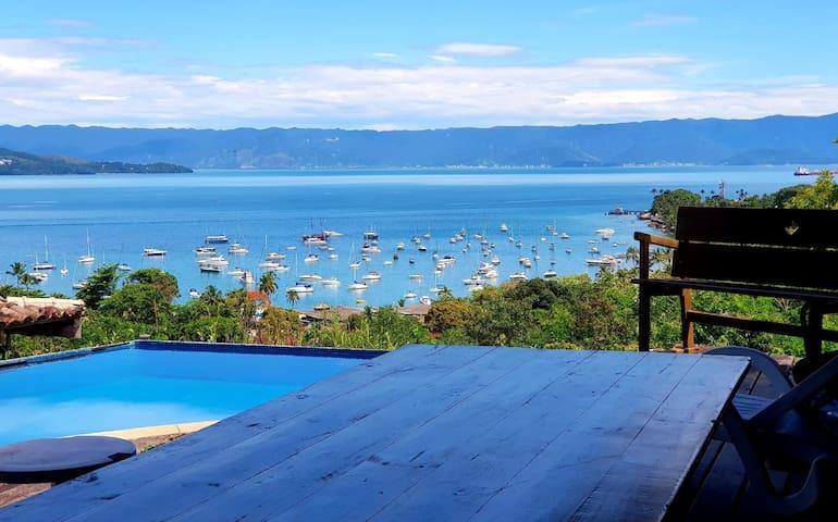 Luxo!  Casa com piscina, vista para o mar.