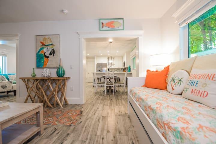 Cute and cozy 1 bedroom condo - perfect Island getaway! Pool, great location!