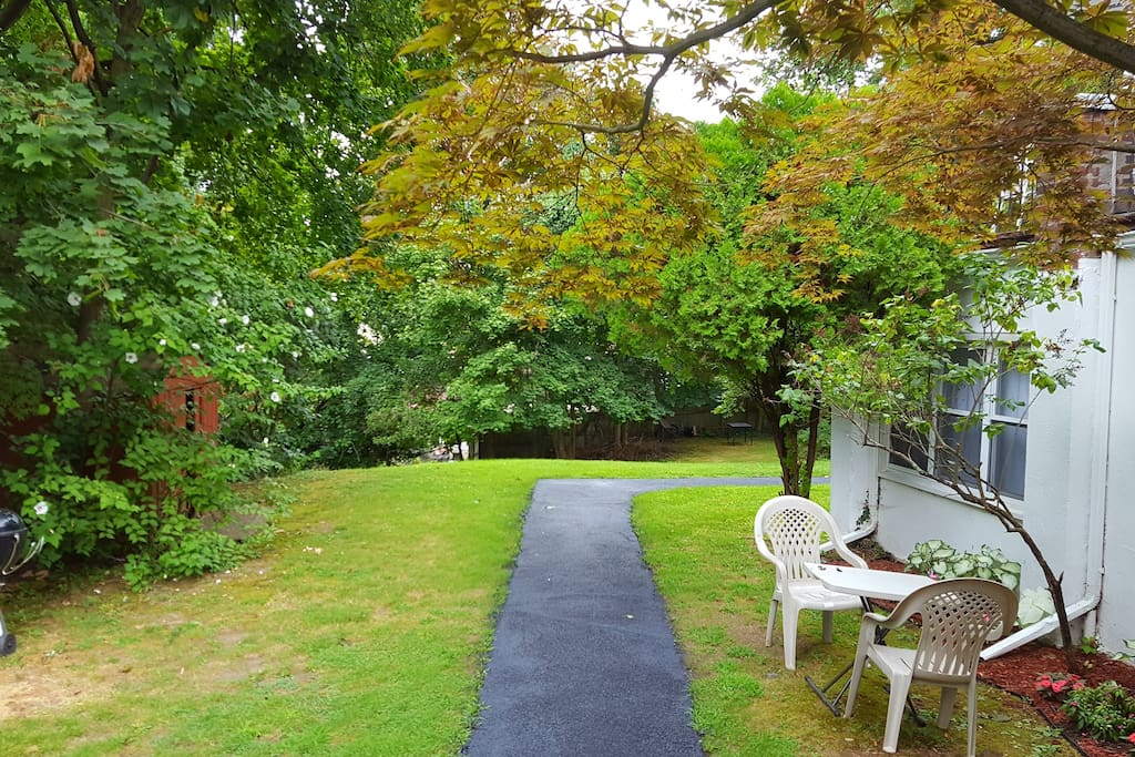 Walkway to private entrance and further down to lovely large peaceful backyard.