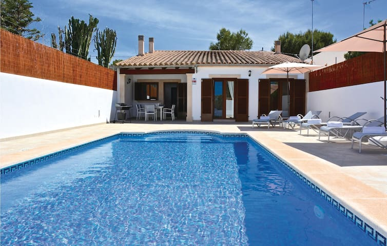 Semi-Detached with 3 bedrooms on 106 m² in Cala Pi
