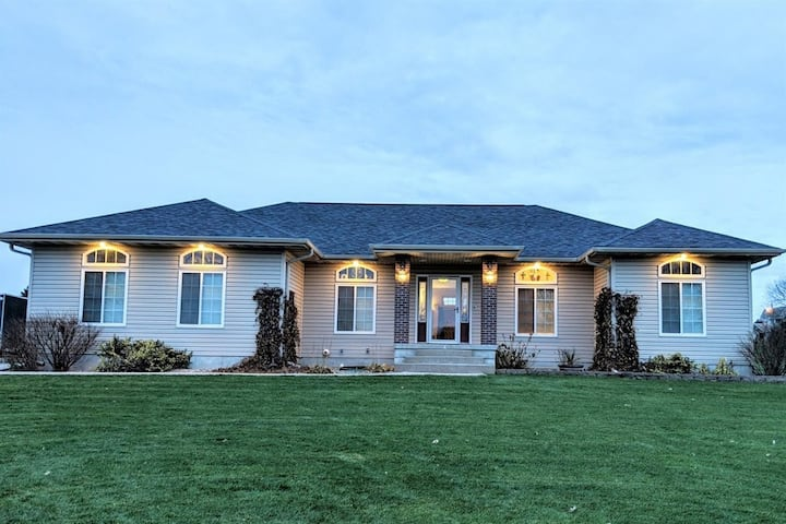 Aurora Quilt House: retreats, family, home theater