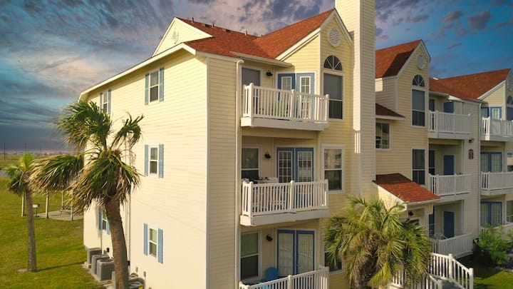 """""""Dover"""" resort-style condo with glimpse of the sea"""