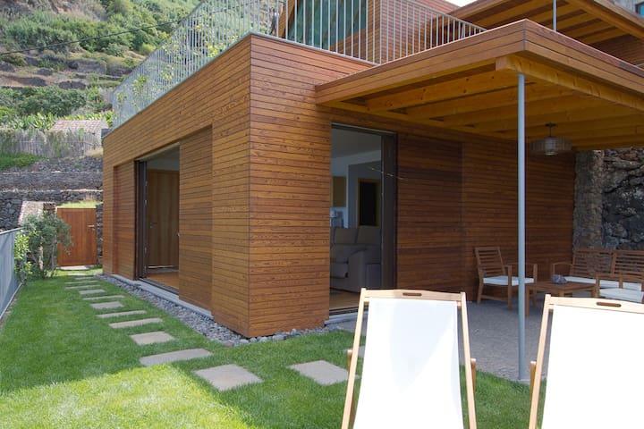Uni EARTH Studio in Jardim Do Mar - Jardim do Mar - Muu