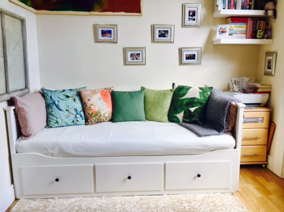 Spacious sofa and single bed