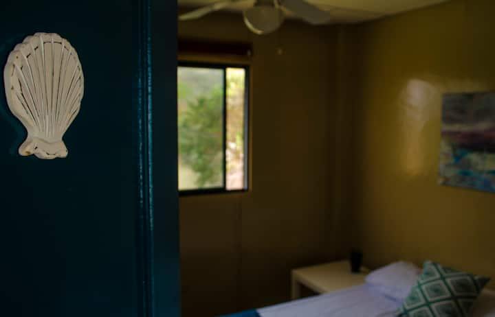 """Concha"" - Private bedroom - Casa Miramar"
