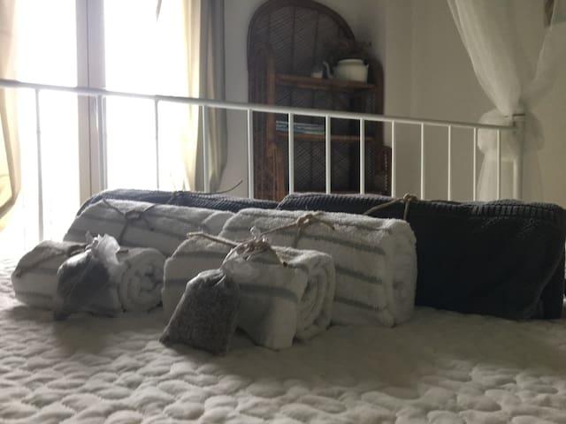 Spugne, teli e lavande officinali in dotazione agli ospiti
