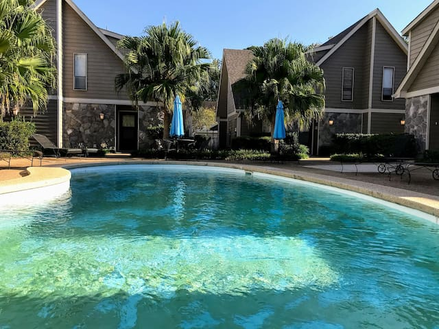 Spacious, Convenient Mandeville/Covington Condo