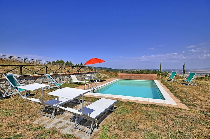Tuscany 4 bedroom house with pool